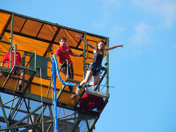 Juliana bungee jumping